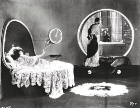 Alla-Nazimova-a-and-Rudolph-Valentino-in-Camille-Metro-19211