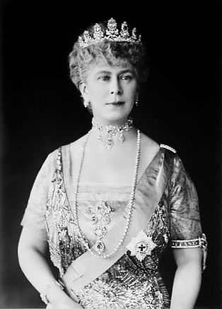 Queen Mary of the United Kingdom, formal portrait
