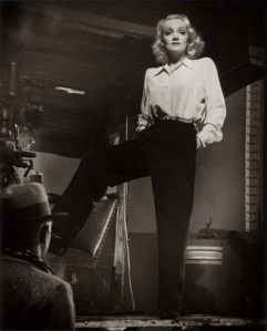 marlene-dietrich-off-set-kismet-ph-laszlo-willinger-mgm-1944-jpg