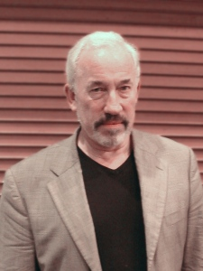 Simon Callow taken at Old Street tube station, London, 2009 [Wikimedia]