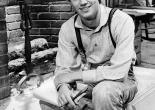 Richard Thomas as John-Boy on the set of The Waltons in 1973 [Wikipedia]