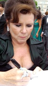 Imelda Staunton at the world premiere of Harry Potter and the Deathly Hallows – Part 2 in London (2011)